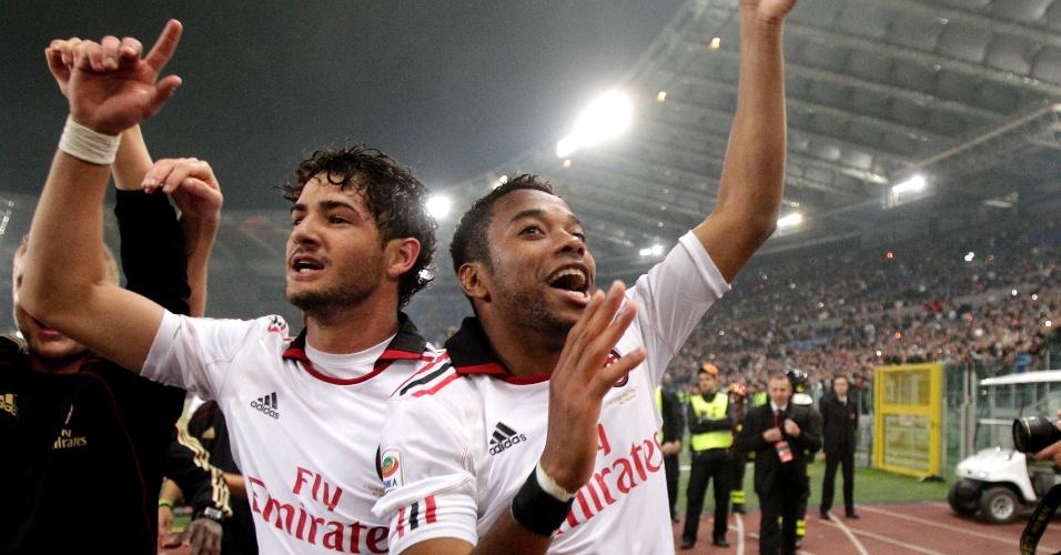 Alexandre Pato e Robinho comemoram a conquista do título italiano pelo Milan