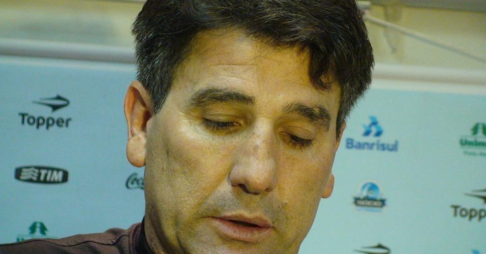 Renato Gaúcho não levantou os olhos em coletiva após vitória do Grêmio (08/05/2011)