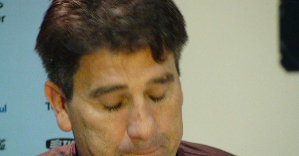 Renato Gaúcho se emociona e chora em entrevista após Gre-Nal (08/05/2011)