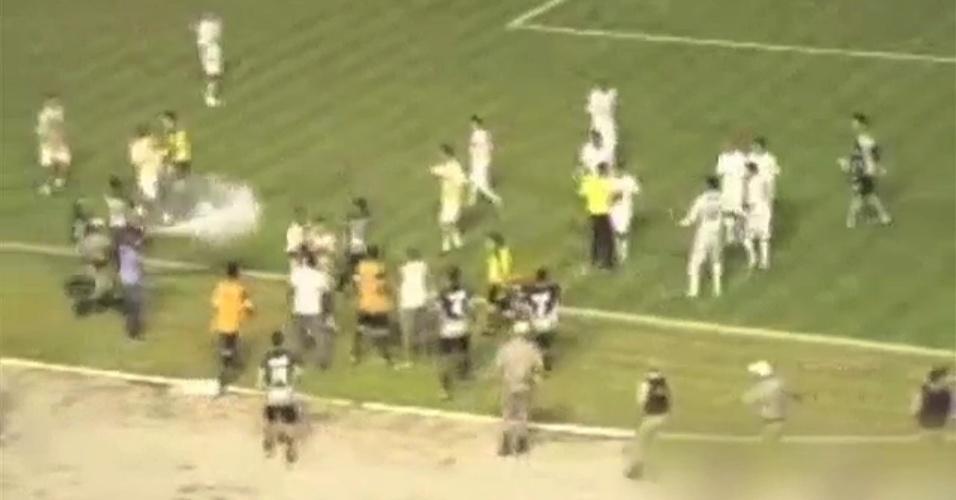 Jogadores de Treze e Botafogo-PB causam confusão no Paraibano