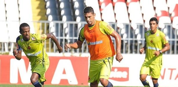 Diego Souza em ação durante treinamento do Vasco em São Januário (10/05/2011)