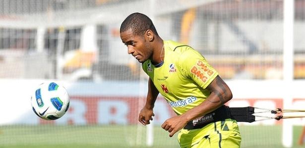 Zagueiro Dedé realiza treinamento físico do Vasco em São Januário (09/05/2011)