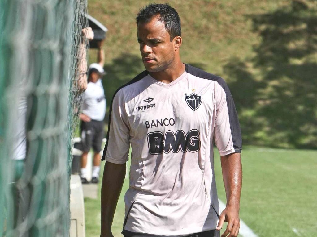 Mancini deixa treinamento do Atlético-MG na Cidade do Galo (12/5/2011)