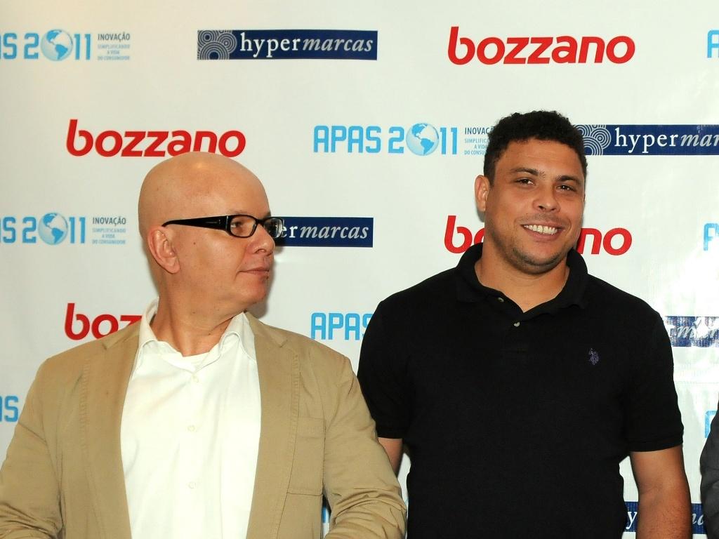 Ronaldo aparece ao lado de Marcelo Tas antes de palestra em feira de negócio em supermercados (APAS)