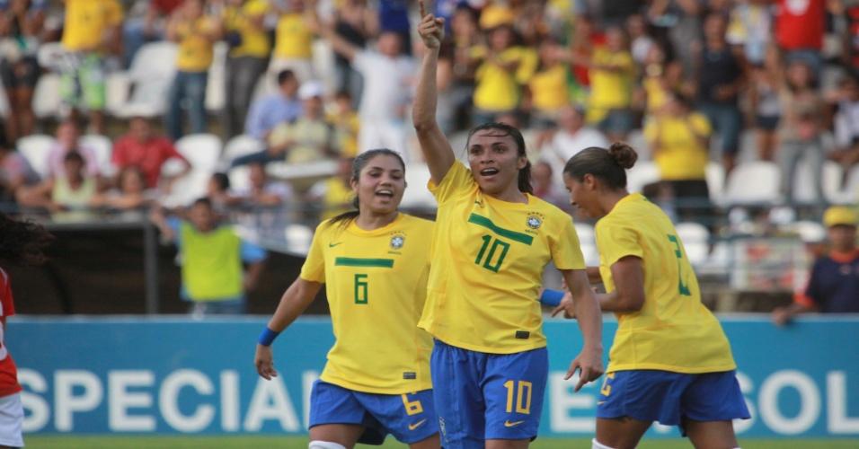 Marta comemora gol em Alagoas, sua terra natal, onde Brasil venceu o Chile (14/05/11)