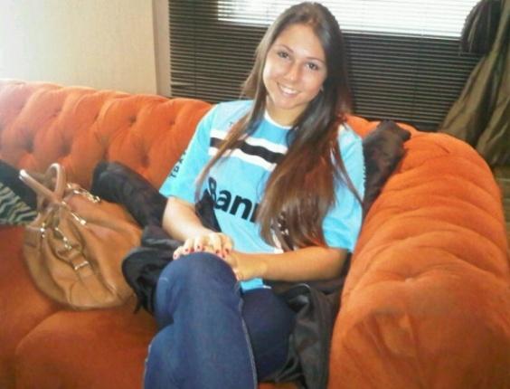 Carolina filha do técnico Renato Gaúcho do Grêmio em Porto Alegre para acompanhar o Gre-Nal