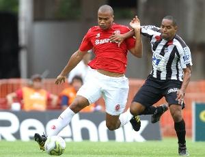 Zagueiro Rodrigo Moledo é um dos jovens do Inter que deve ganhar oportunidades no Brasileiro 2011