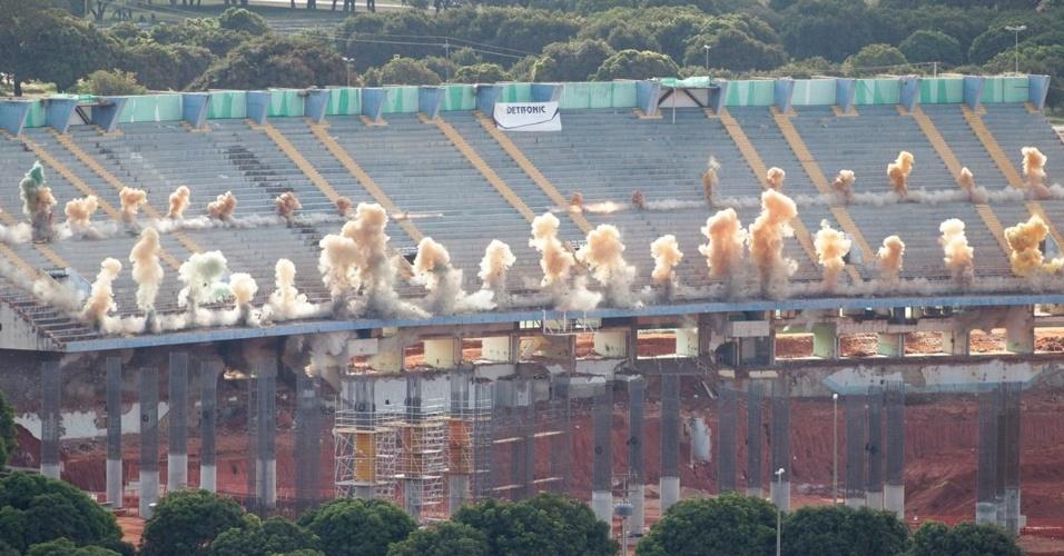 Montagem com o passo-a-passo da demolição frustrada do estádio Mané Garrincha, em Brasília (15/05/2011)