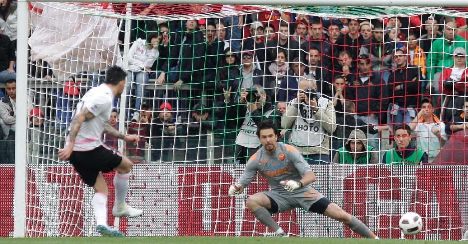 Goleiro Doni em ação com a camisa da Roma (16/04/2011)