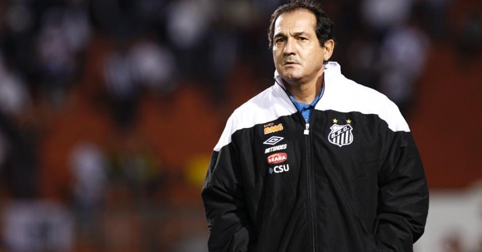 Muricy Ramalho, técnico do Santos, comanda o time durante o jogo contra o Once Caldas (18/05/2011)
