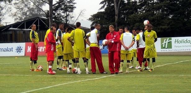 Elenco do Náutico treina no CT do Palmeiras e encerra preparação para estreia na Série B (20-05-11)