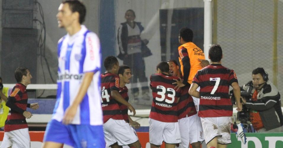 Ronaldinho comemora gol pelo Flamengo diante do Avaí, pelo Brasileiro
