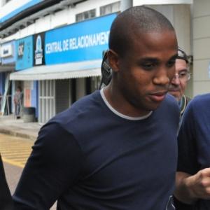 Borges passou rapidamente pelos jornalistas no Olímpico, e terá negociação oficializada ao Santos