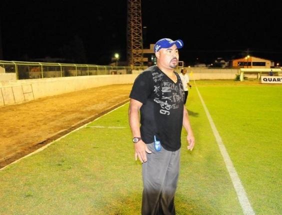 Mirandinha dirige a equipe do Araripina (23/05/2011)