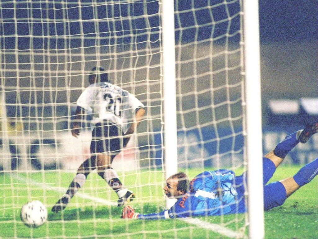 Mirandinha marca um dos gols da vitória do Corinthians sobre o Palmeiras (21/04/1997)