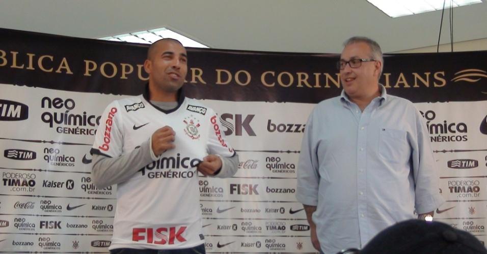 Atacante Émerson Sheik é apresentado pelo Corinthians