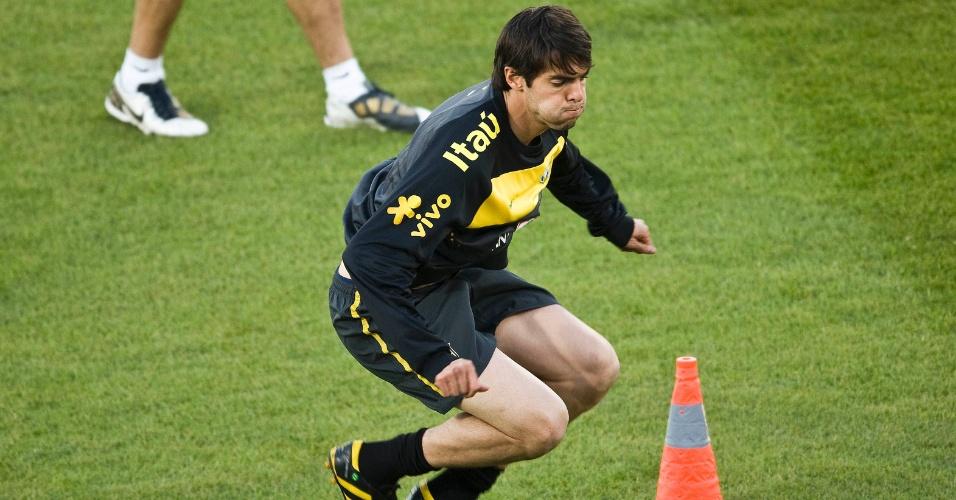 Kaká treina com a seleção brasileira de futebol na África do Sul