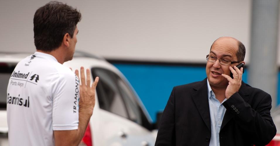 Renato Gaúcho conversa com César Cidade Dias, assessor de futebol do Grêmio (24/05/2011)