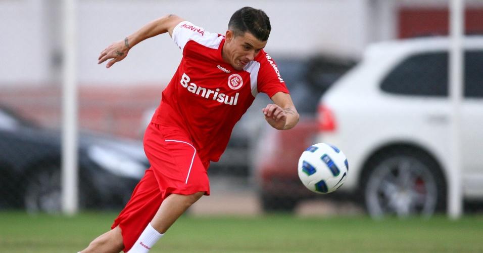 D'Alessandro treina com bola e se mostra recuperado de lesão na coxa (25/05/11)