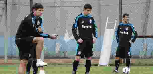 Renato Gaúcho encontra novo grupo no Grêmio e apenas reservas de ... 36461fa1fffd4