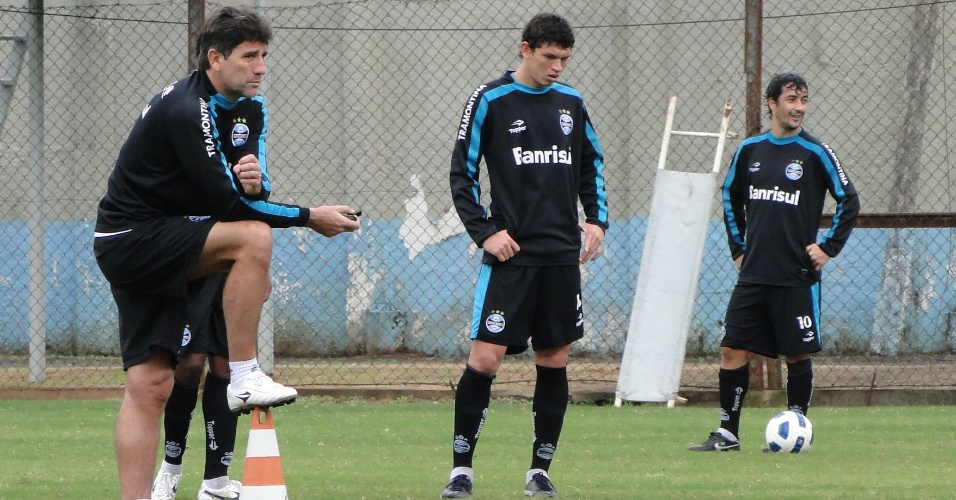 Técnico Renato Gaúcho comanda treino de finalizações com os jogadores do Grêmio (25/05/2011)