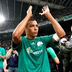 Volante Gilberto Silva na despedida do Panathinaikos da Grécia (25/05/2011)