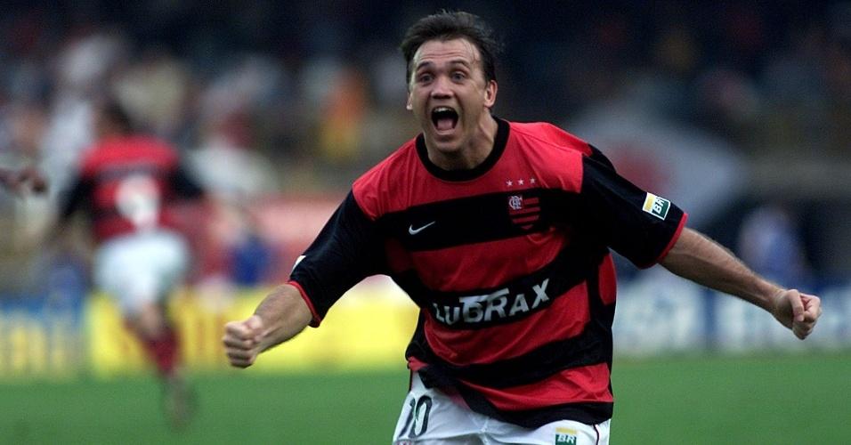 Petkovic comemora ao marcar o gol do título carioca para o Flamengo sobre o Vasco  (2001)