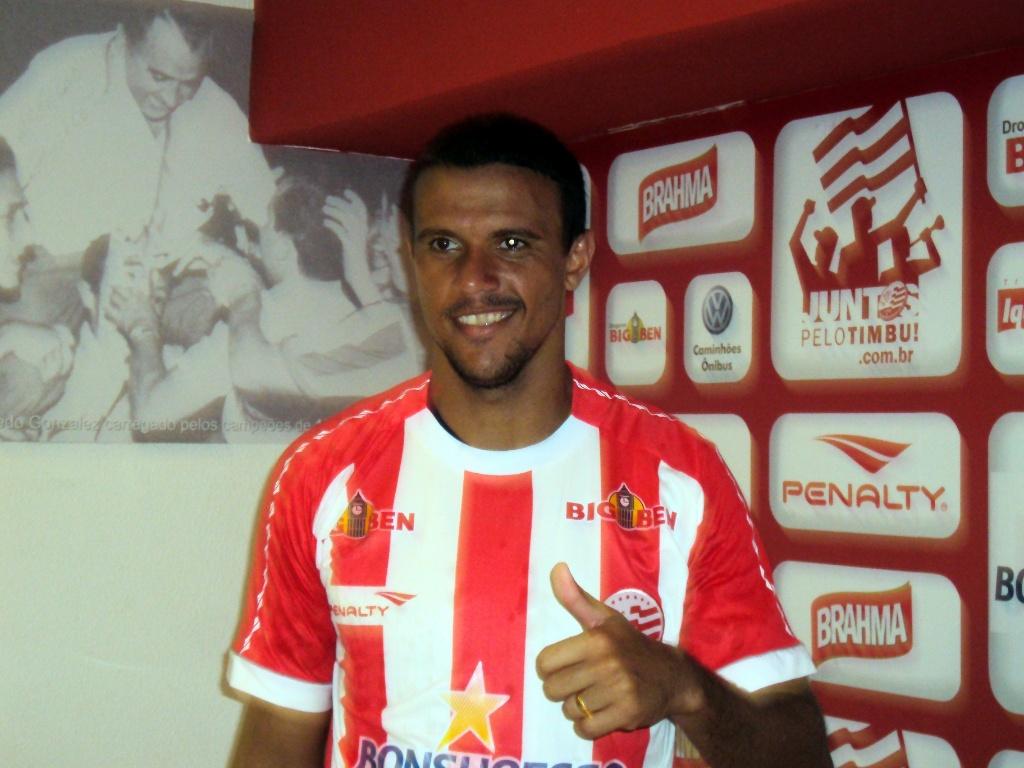 Zagueiro Marlon é apresentado no Náutico (26-05-2011)