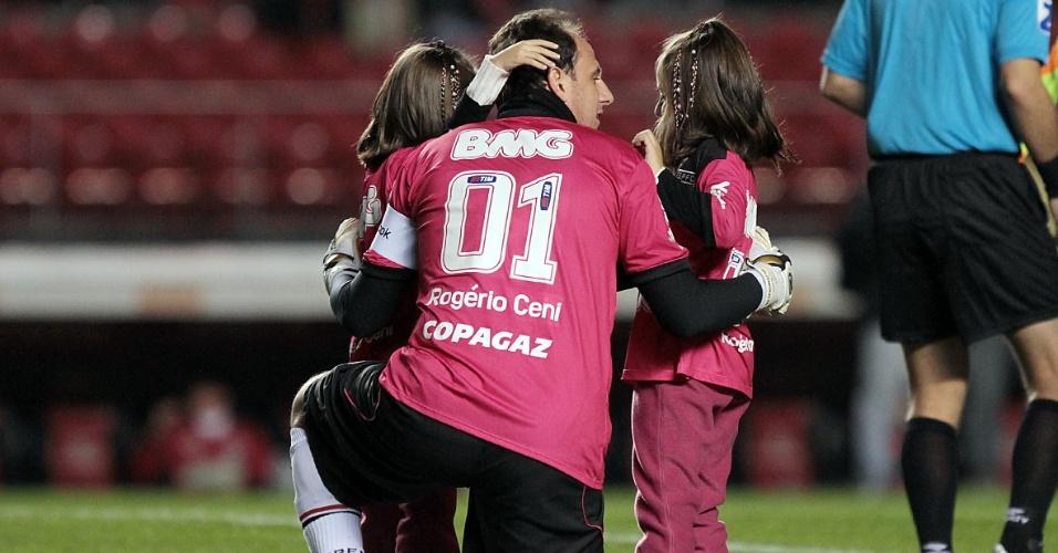 Rogério Ceni estreia camisa rosa na partida entre São Paulo e Figueirense