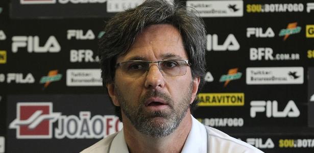 Para Caio Júnior, chance desperdiçada por Loco Abreu e falha de Renan foram decisivas