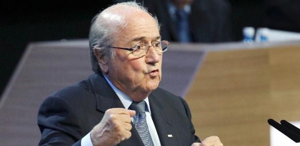 Blatter (foto) enfrenta denúncia de corrupção formulada por seu ex-vice, Jack Warner