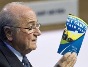 Joseph Blatter, presidente da Fifa, cedeu ao apelo da Uefa pela limitação de jogos entre países rivais