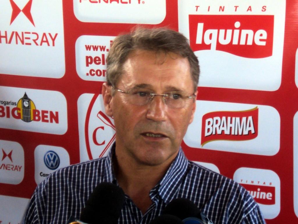 Carlos Kila é apresentado como novo gerente de futebol do Náutico (01/06/2011)