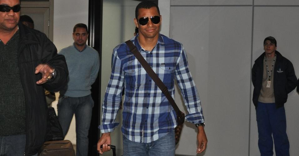 Gilberto Silva chega a Porto Alegre onde jogará pelo Grêmio