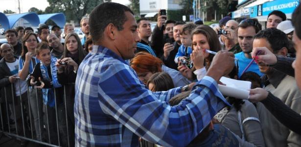 Gilberto Silva fechou a primeira leva de contratações do Grêmio para o segundo semestre