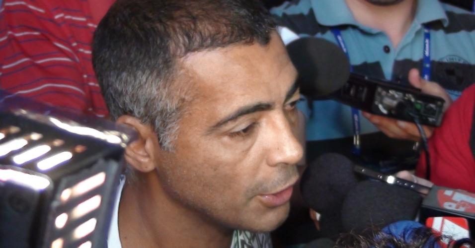 Deputado Romário dá entrevista em evento em Rubiataba