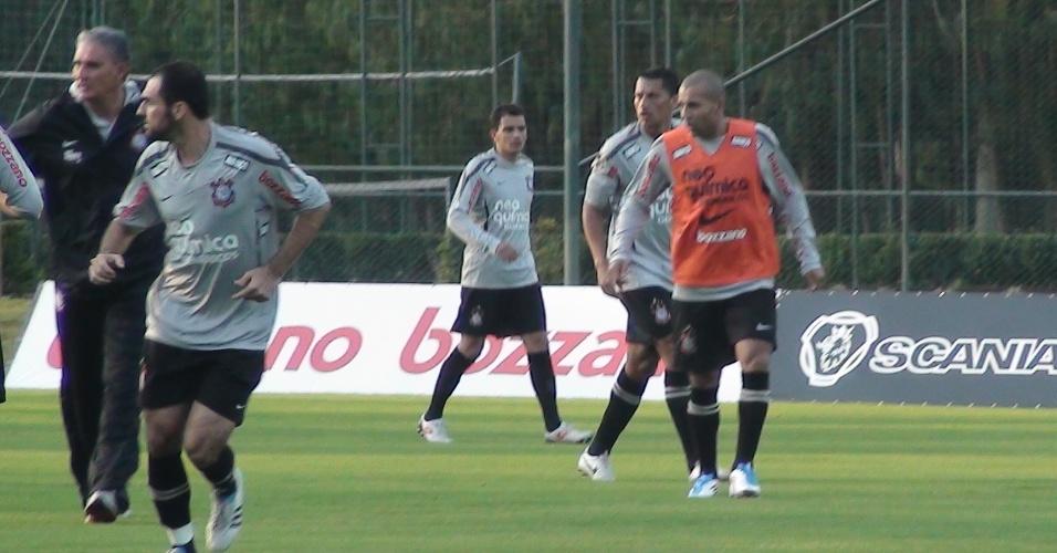 Emerson faz primeiro treino com bola pelo Corinthians (03/06/2011)