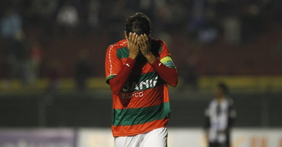 Marco Antônio lamenta lance perdido na derrota da Portuguesa para o ABC