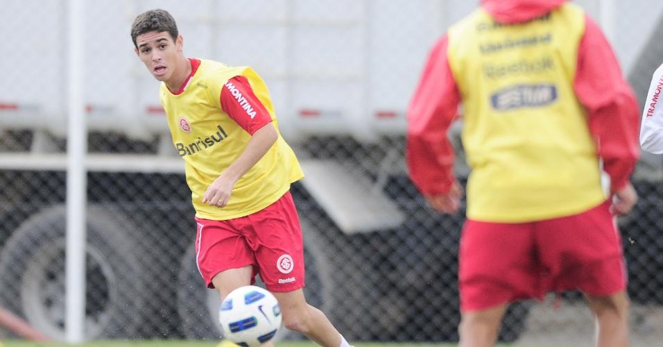 Meia Oscar, do Inter, volta ao time titular diante do América-MG (03/06/11)