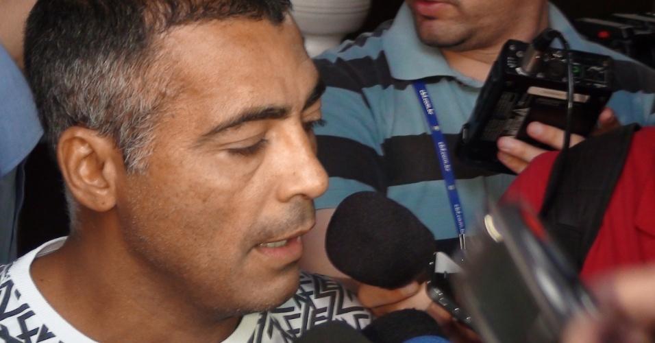 Romário participa de evento na cidade de Rubiataba