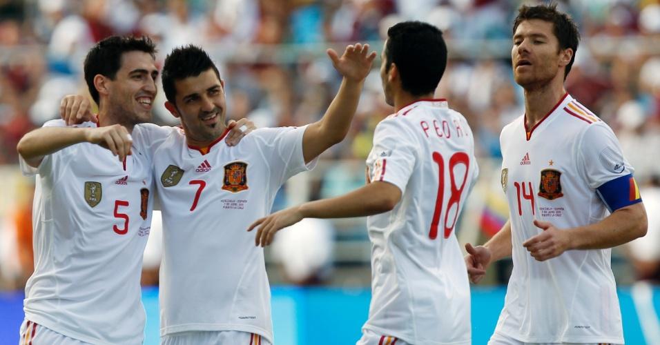 David Villa comemora gol com companheiros na vitória da Espanha sobre a Venezuela em amistoso (07/06/2011)