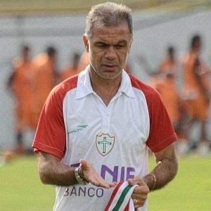 Jorginho comanda treino da Portuguesa no Canindé (08/06/2011)