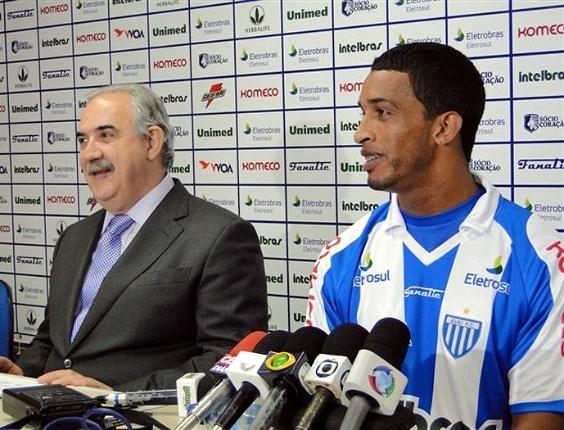 Meia Cleverson é apresentado pelo Avaí (08/06/2011)