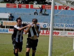 Tulio comemora gol pelo Botafogo do DF
