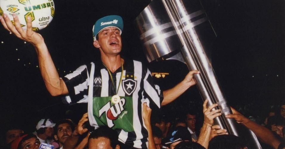 Túlio comemora título brasileiro de 1995 conquistado pelo Botafogo