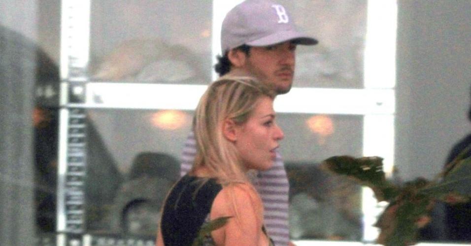 Alexandre Pato passeia com a namorada Barbara Berlusconni em Ipanema (10/06/11)