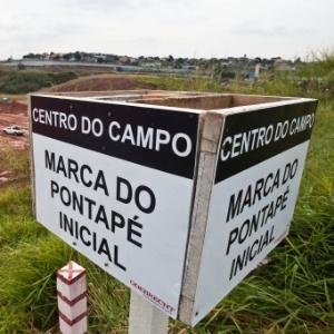 Meio do campo da futura arena corintiana