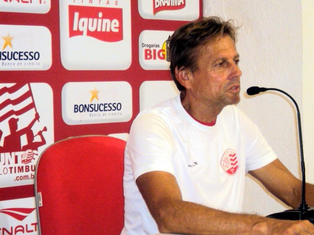 Waldemar Lemos concede entrevista coletiva no Náutico (10/06/2011)