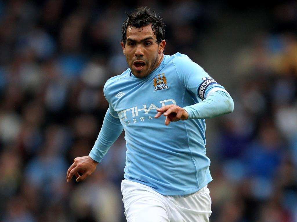 Carlitos Tevez bem que tentou aderir ao estilo no Manchester City, mas acabou não durando muito tempo