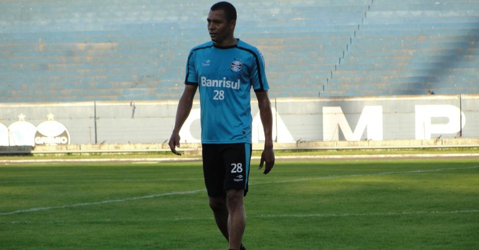 Gilberto Silva foi a campo pela primeira vez, em treino físico do Grêmio (15/06/2011)